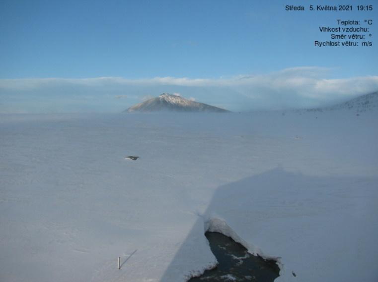 2021 blieb der Winterschnee im Riesengebirge ungewöhnlich lange - Schneekoppe Mai 2021